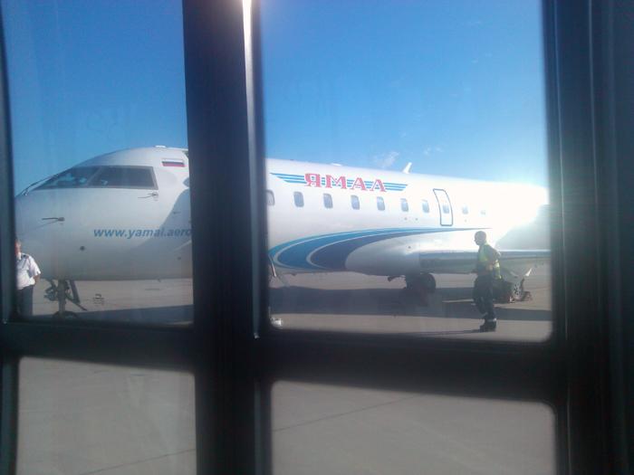Самолет CRJ200 авиакомпании Ямал
