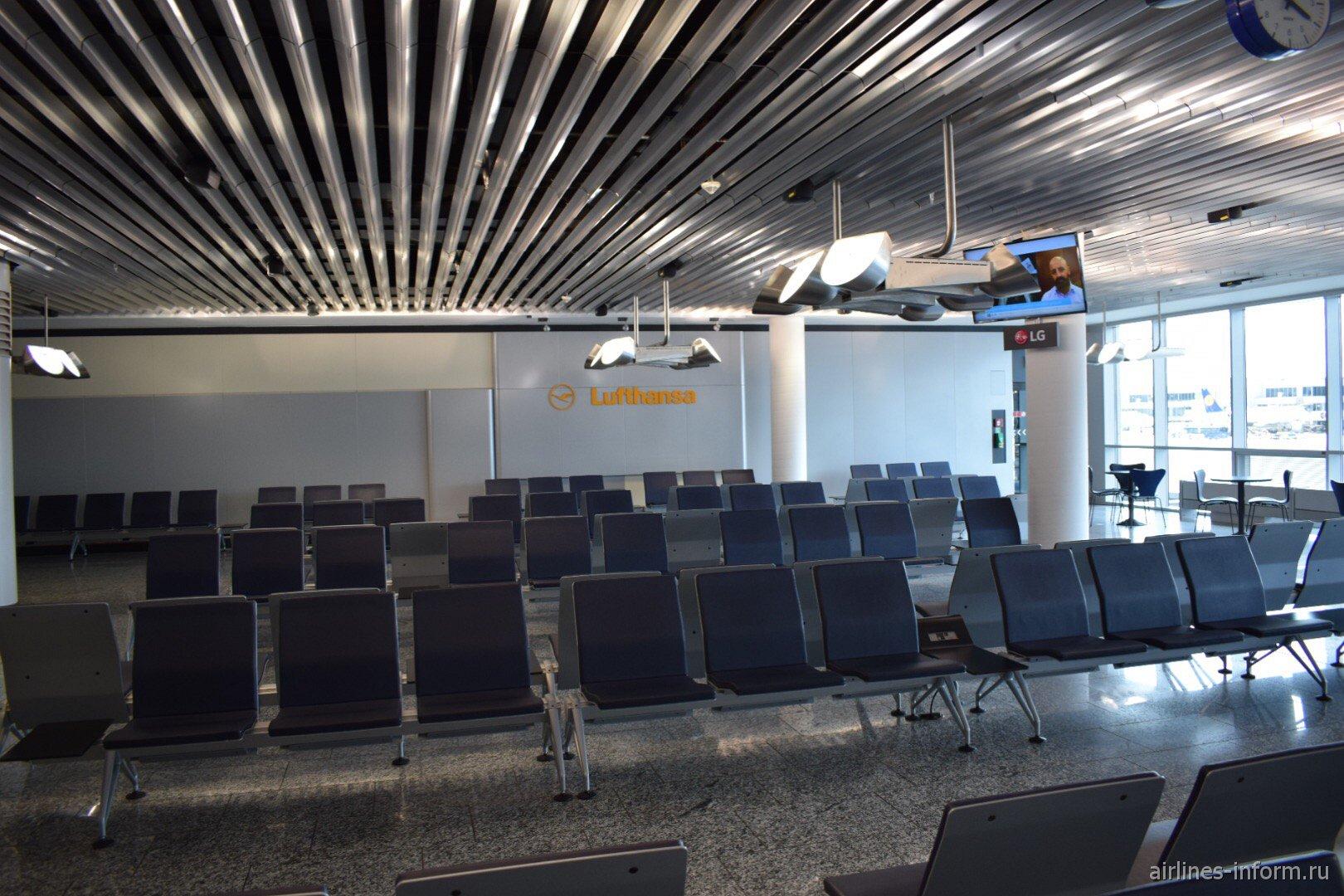 Зал ожидания в терминале 1 аэропорта Франкфурт