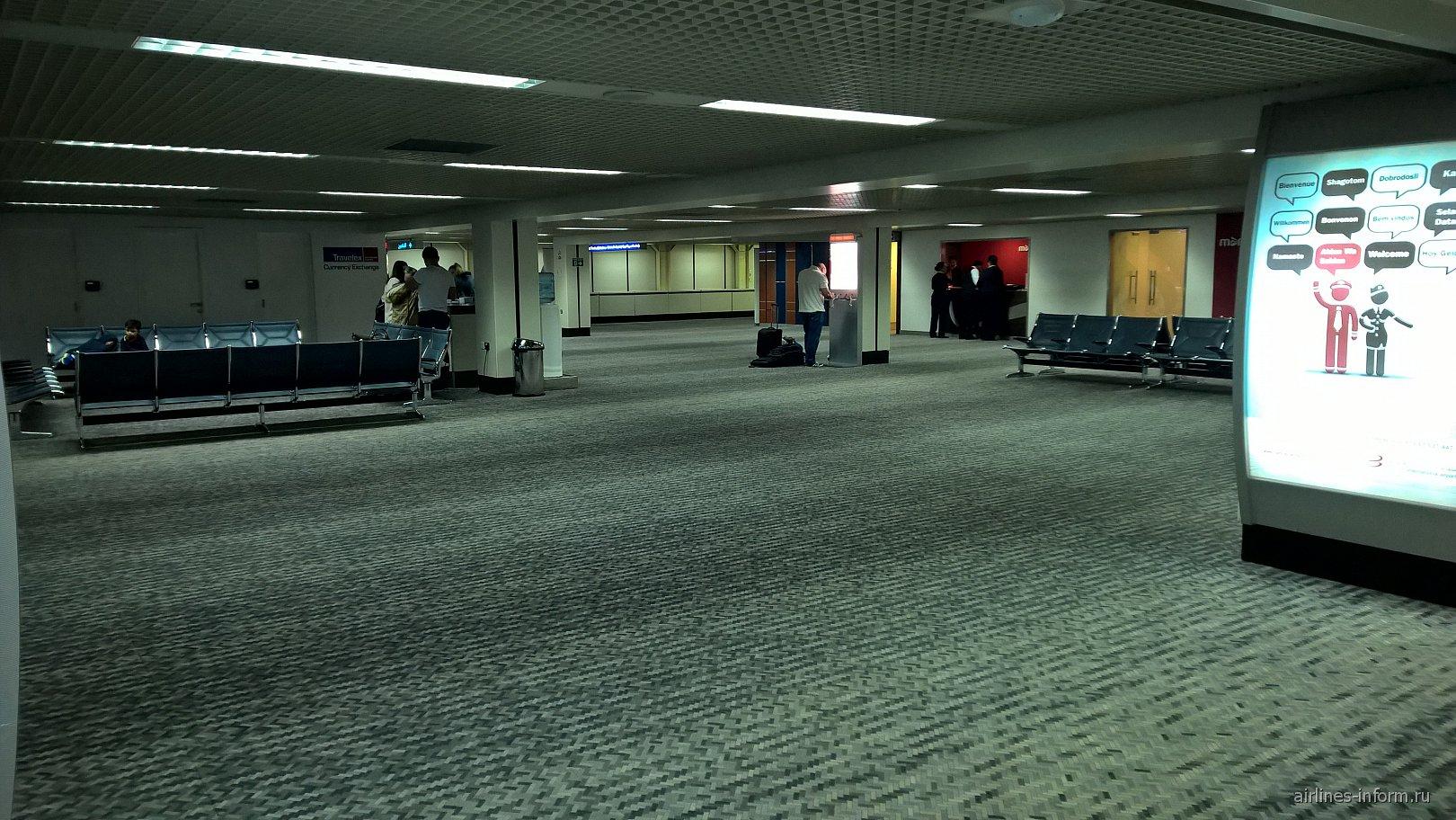 Зона прилета в аэропорту Бахрейн
