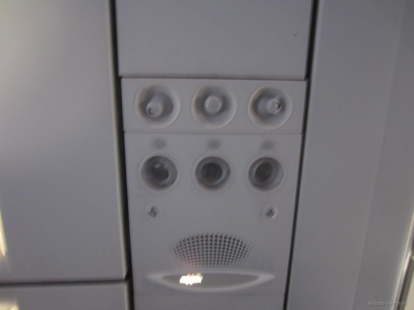 Салон самолета Airbus A320 авиакомпании Air Arabia