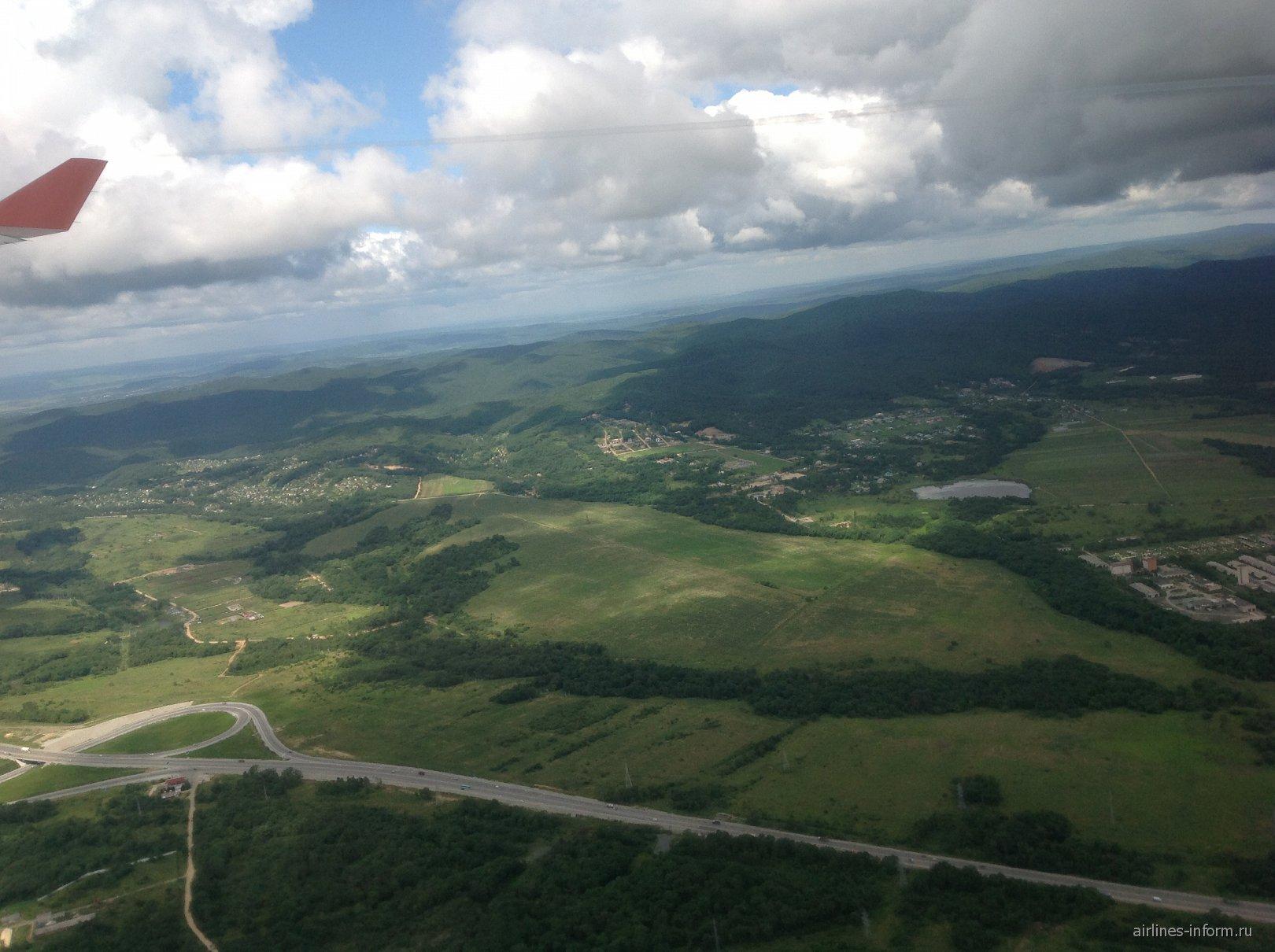 Вид Приморье при взлете из аэропорта Владивостока