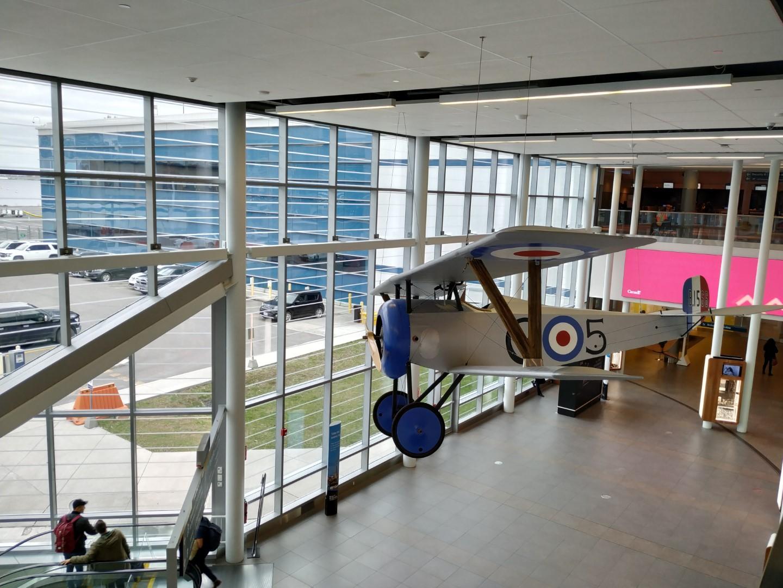 Реплика истребителя Ньюпор 17 °C.1 Билли Бишопа в аэропорту Торонто Сити