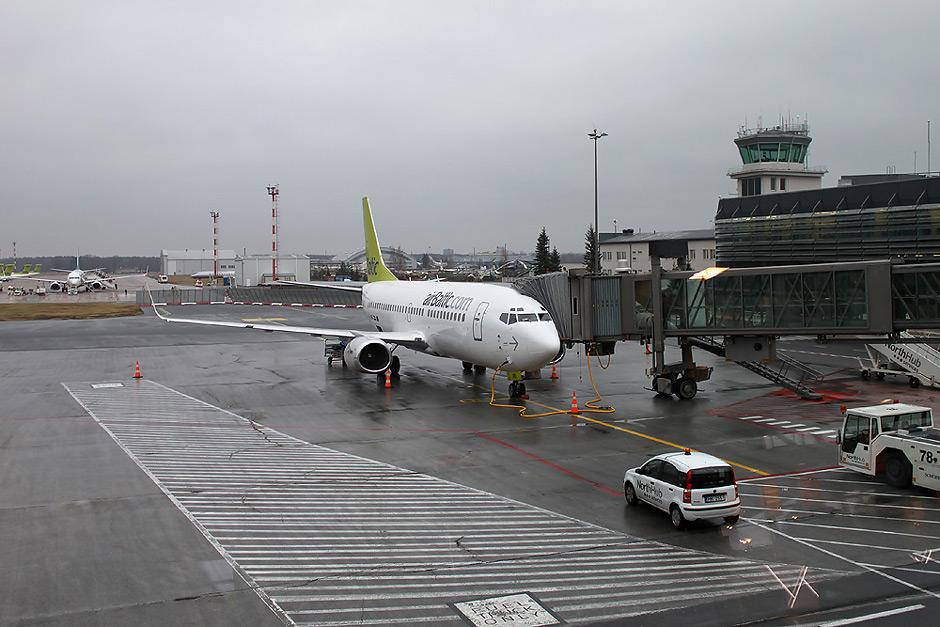 Боинг-737-300 airBaltic в аэропорту Рига