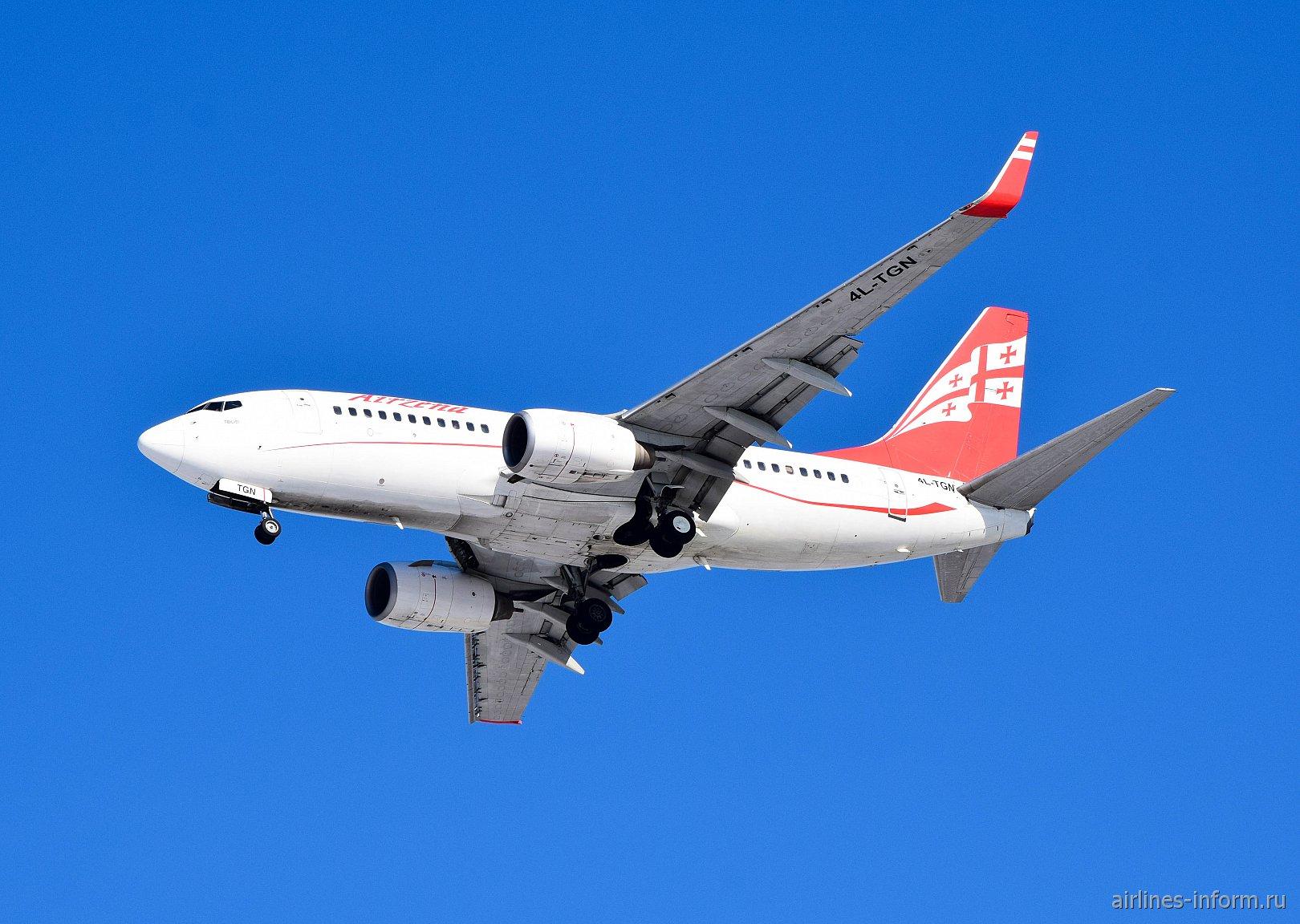 Боинг-737-700 4L-TGN авиакомпании Airzena