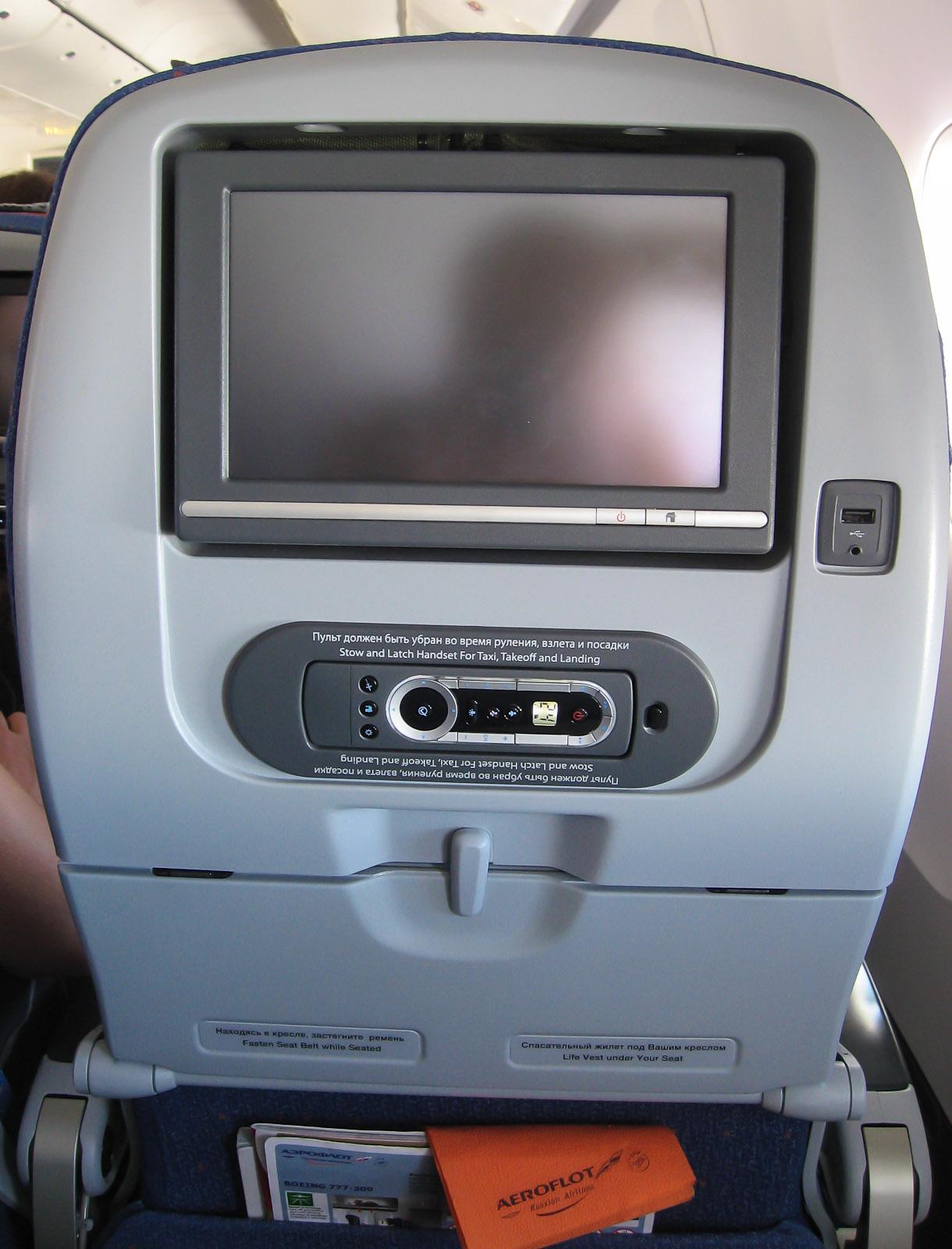 Кресло экономического класса в Боинге-777-300 Аэрофлота