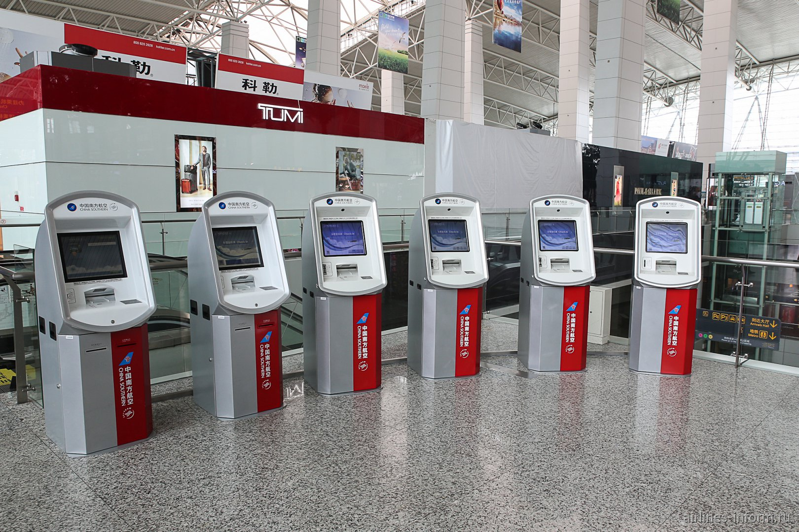 Стойки самостоятельной регистрации China Southern Airlines в аэропорту Гуанчжоу