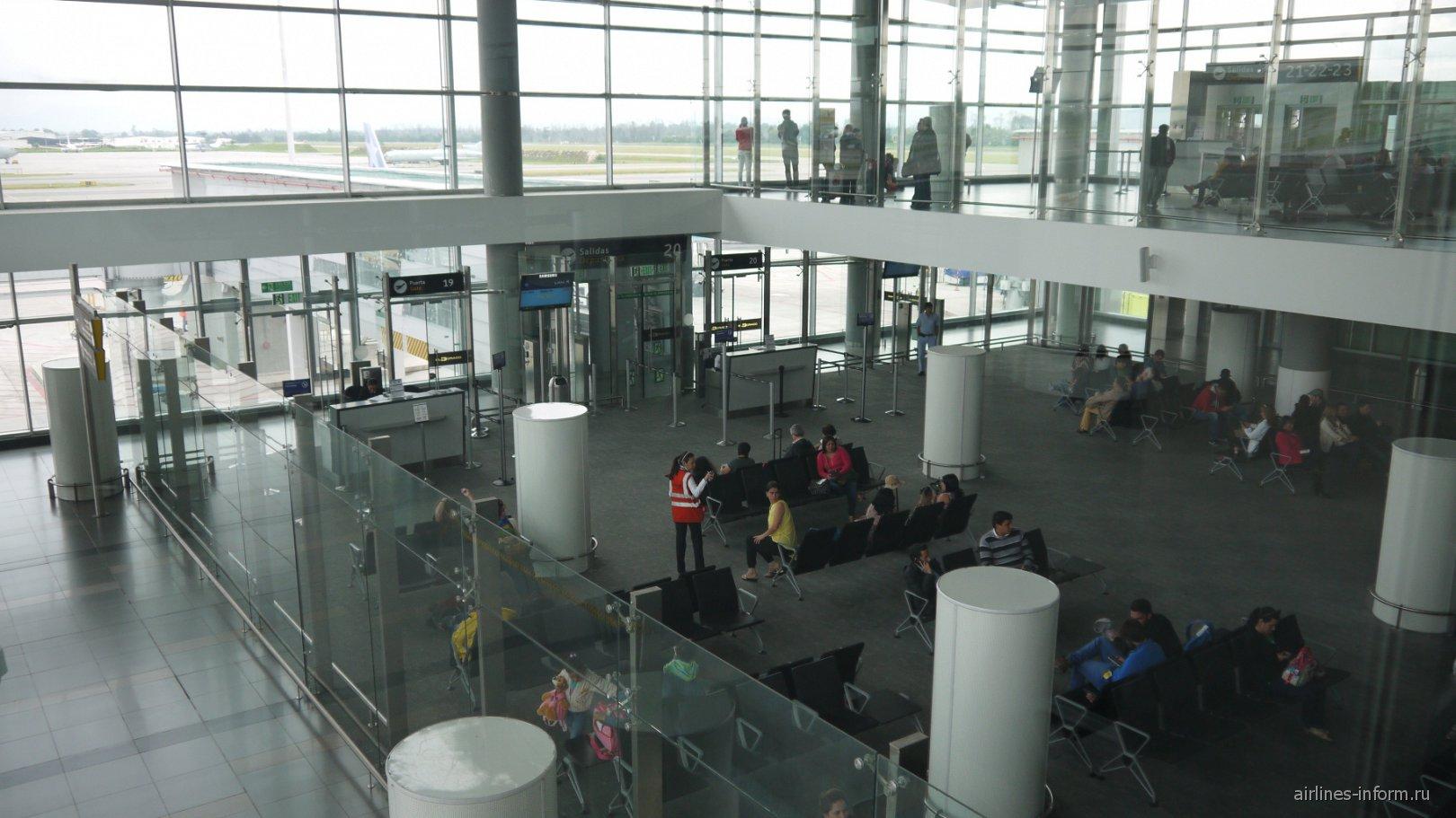 ыход на посадку в терминале внутренних рейсов аэропорта Богота Эльдорадо