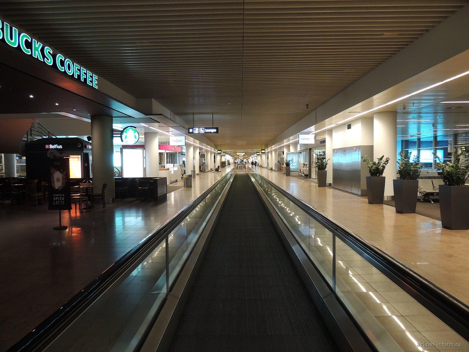 Переход в аэропорту Брюсселя