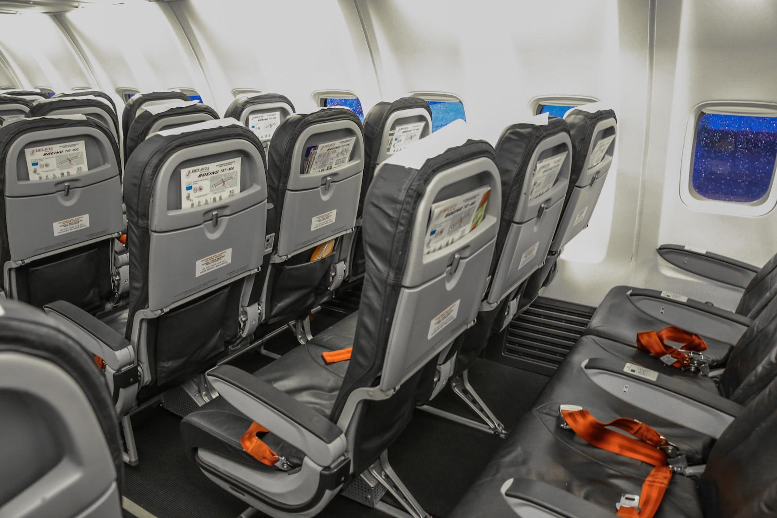 """Пассажирские кресла в самолете Боинг-737-800 EW-438PA авиакомпании """"Белавиа"""""""