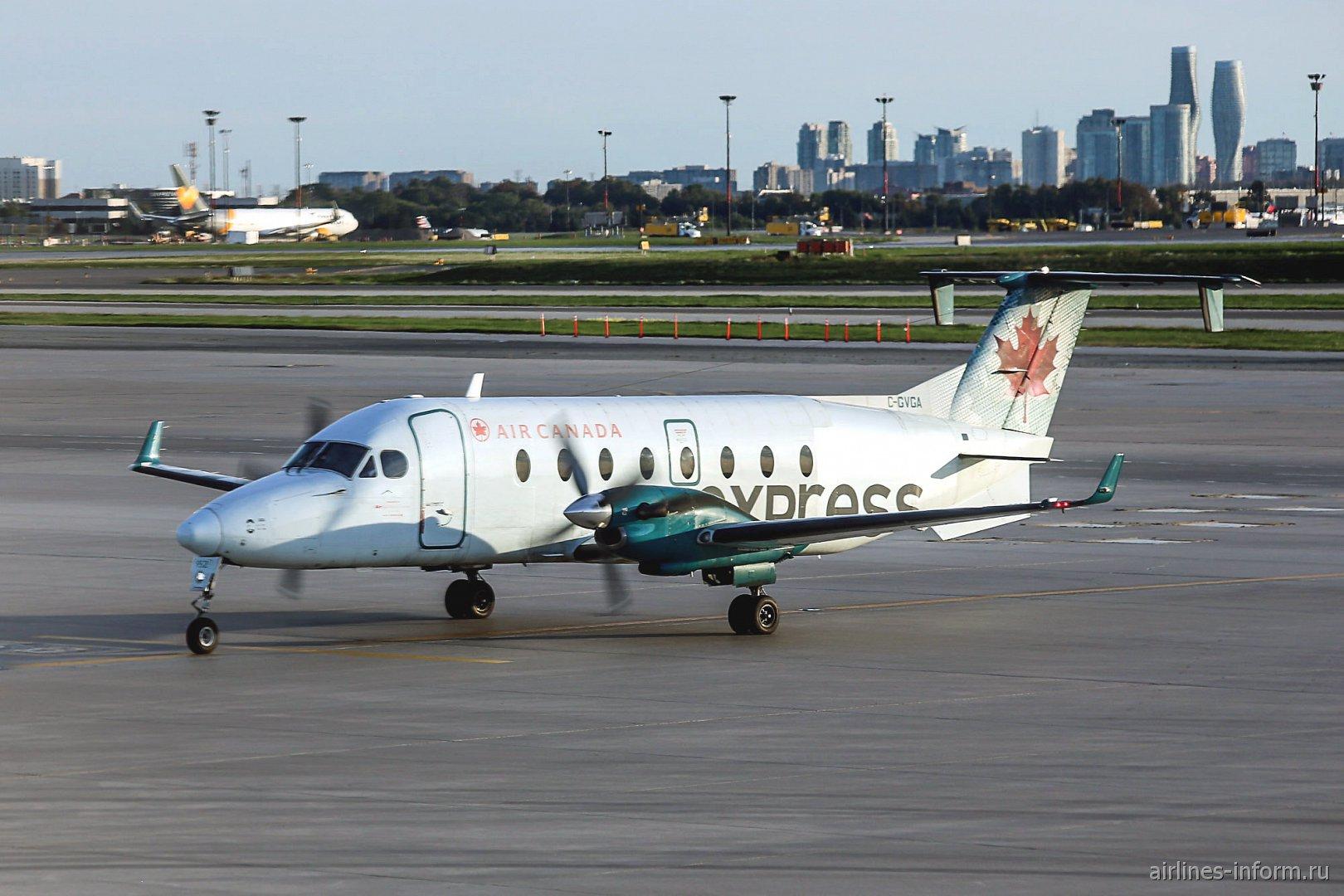 Самолет Beechcraft 1900D C-GVGA авиакомпании Air Georgian в аэропорту Торонто Пирсон