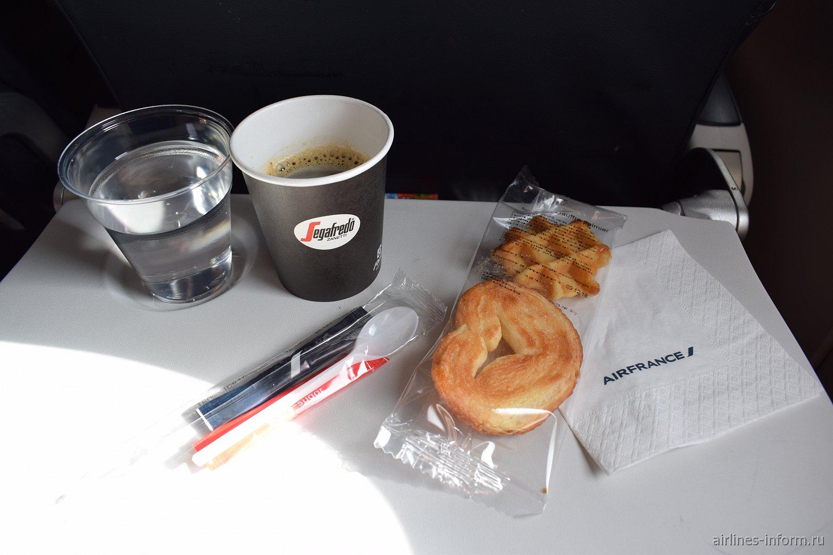 Бортовое питание на рейсе Лондон-Париж авиакомпании Air France
