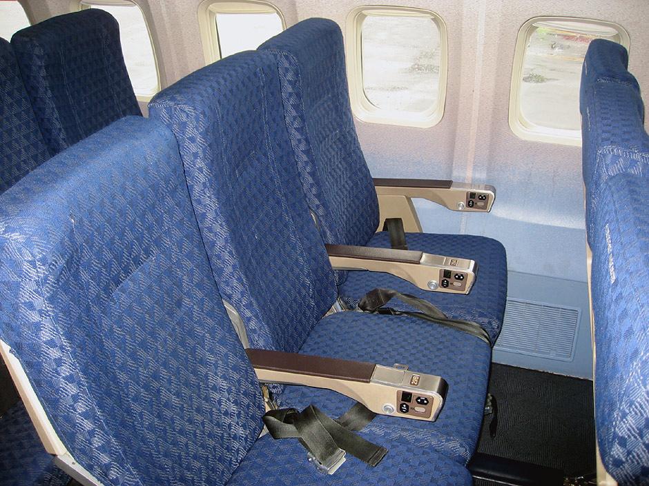 Пассажирские кресла эконом-класса в самолете Боинг-757-200 авиакомпаниии American Airlines