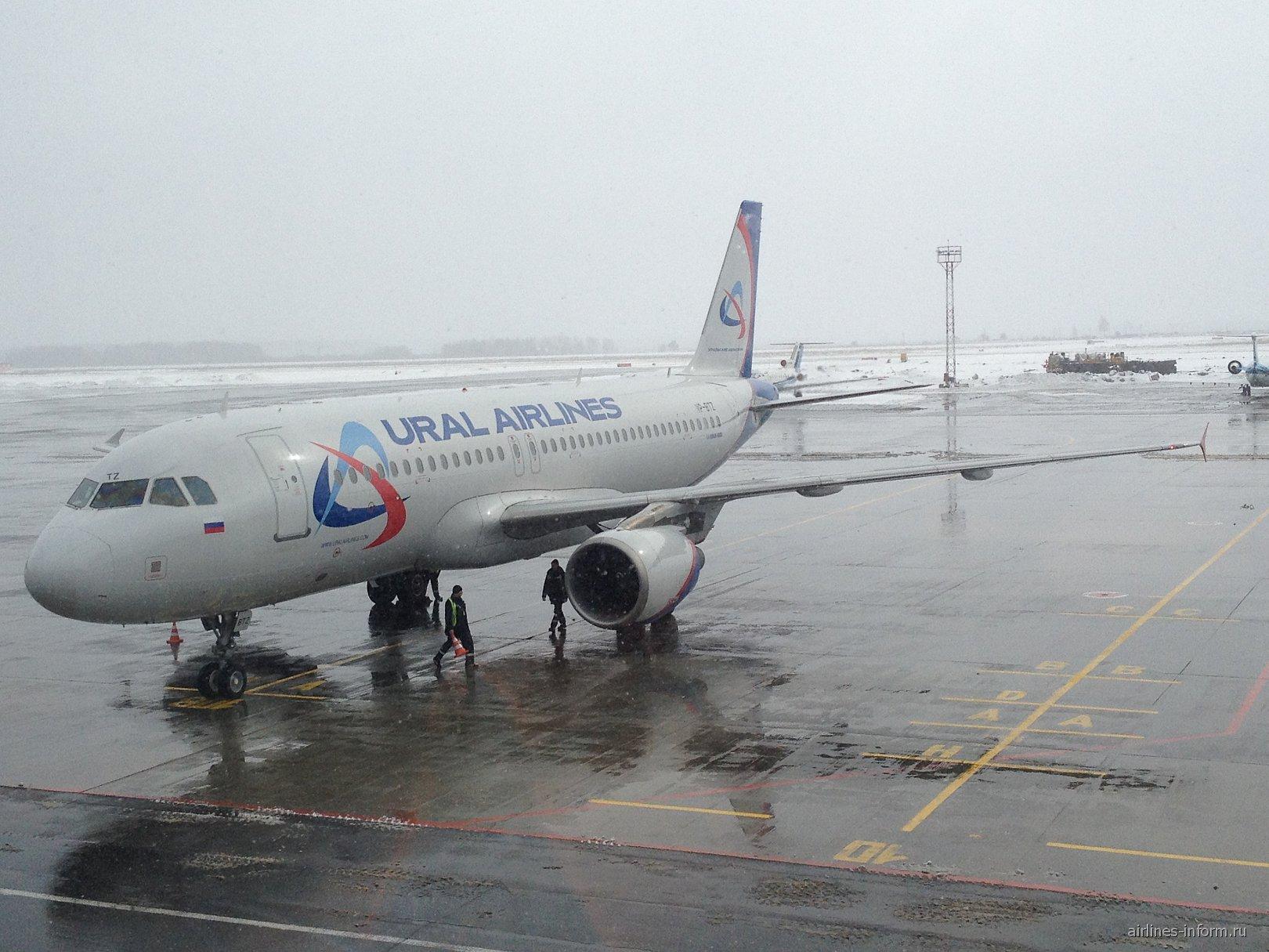 Airbus A320 Уральских авиалиний в аэропорту Кольцово