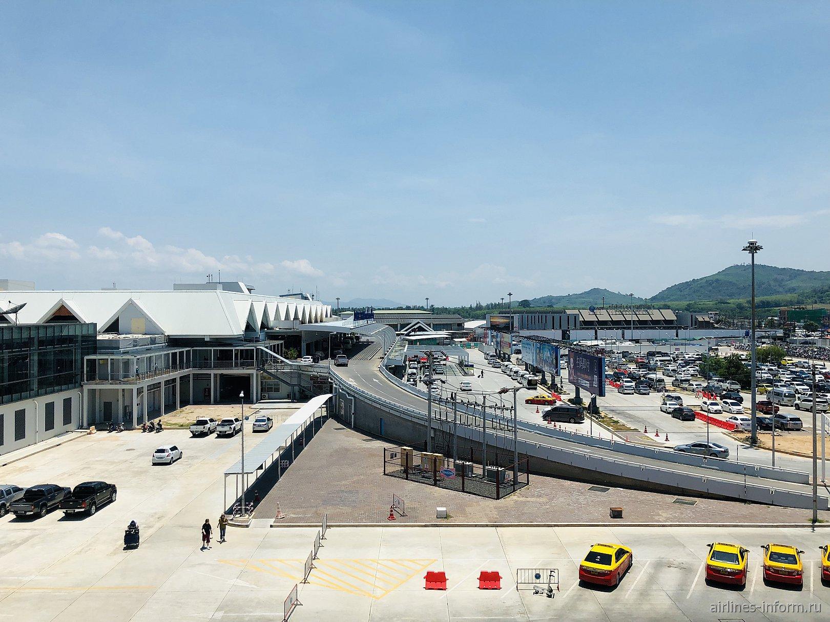 Привокзальная площадь аэропорта Пхукет