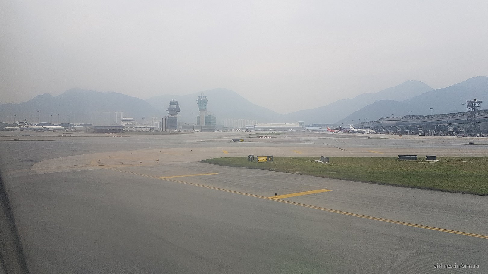 Летное поле аэропорта Гонконг Чхеклапкок