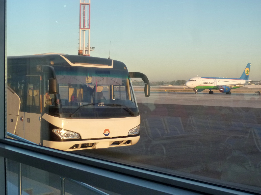 Автобус в аэропорту Ташкента