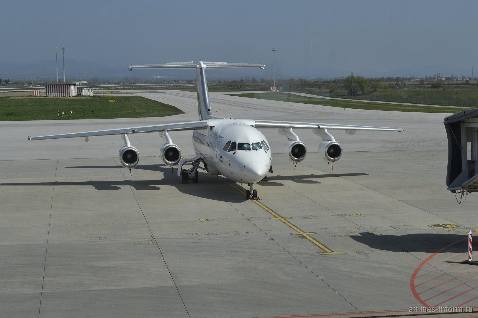 Самолет BAe 146-200 авиакомпании Bulgaria Air в аэропорту Софии