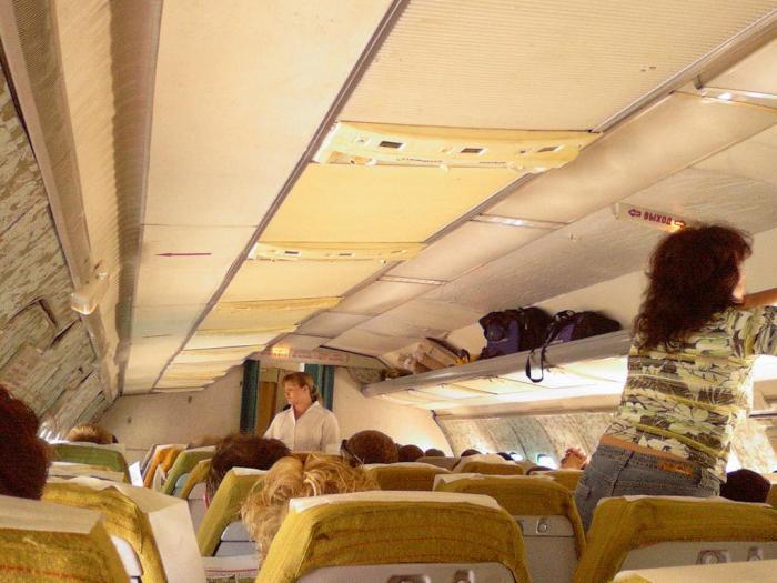 Салон самолета Ту-154 KrasAir