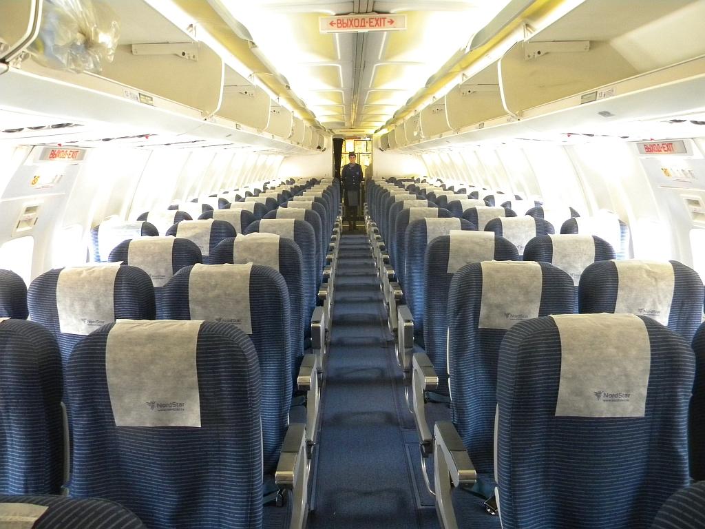Пассажирский салон самолета Боинг-737-300 авиакомпании NordStar