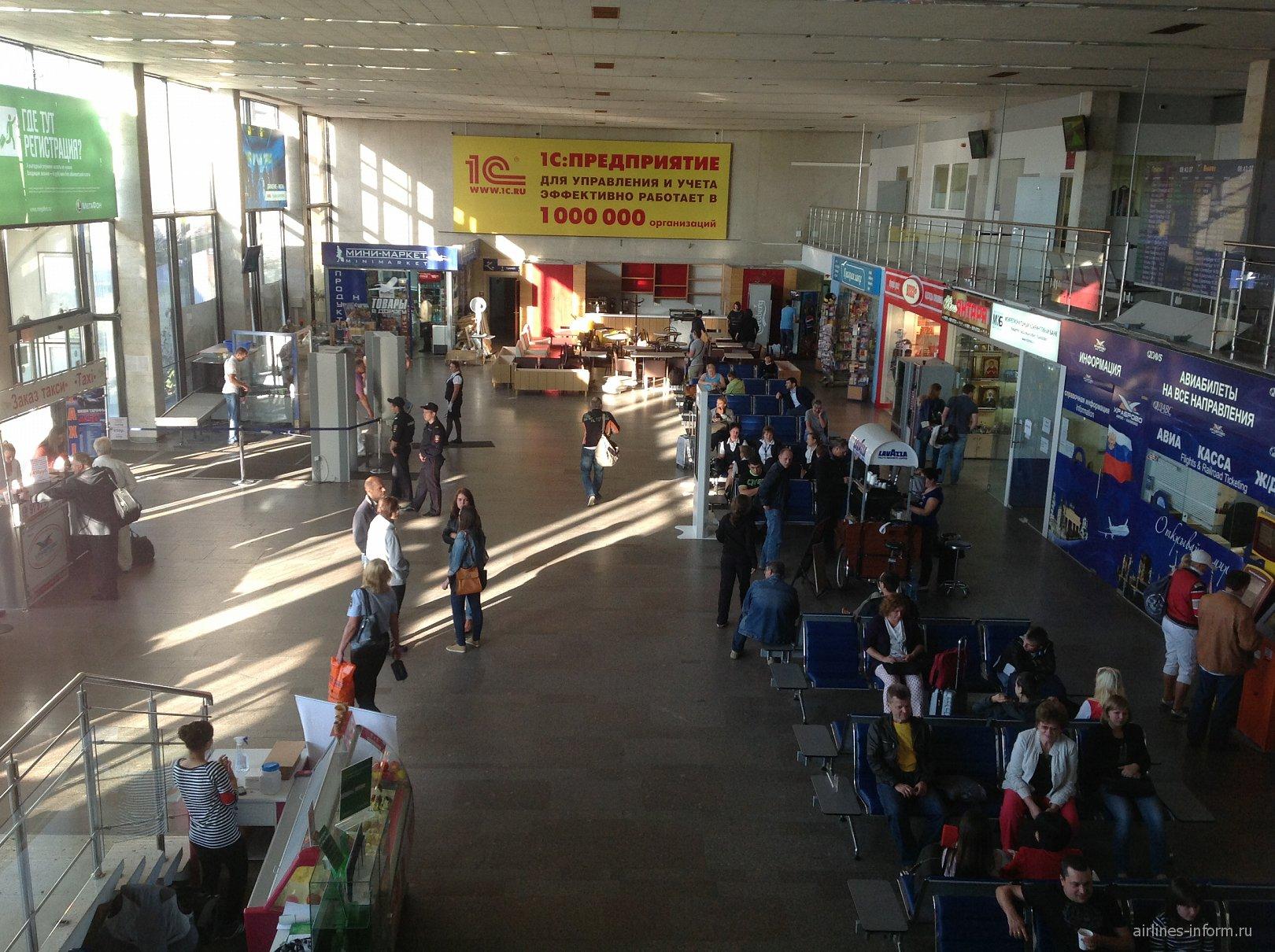 В аэровокзале аэропорта Храброво в Калининграде