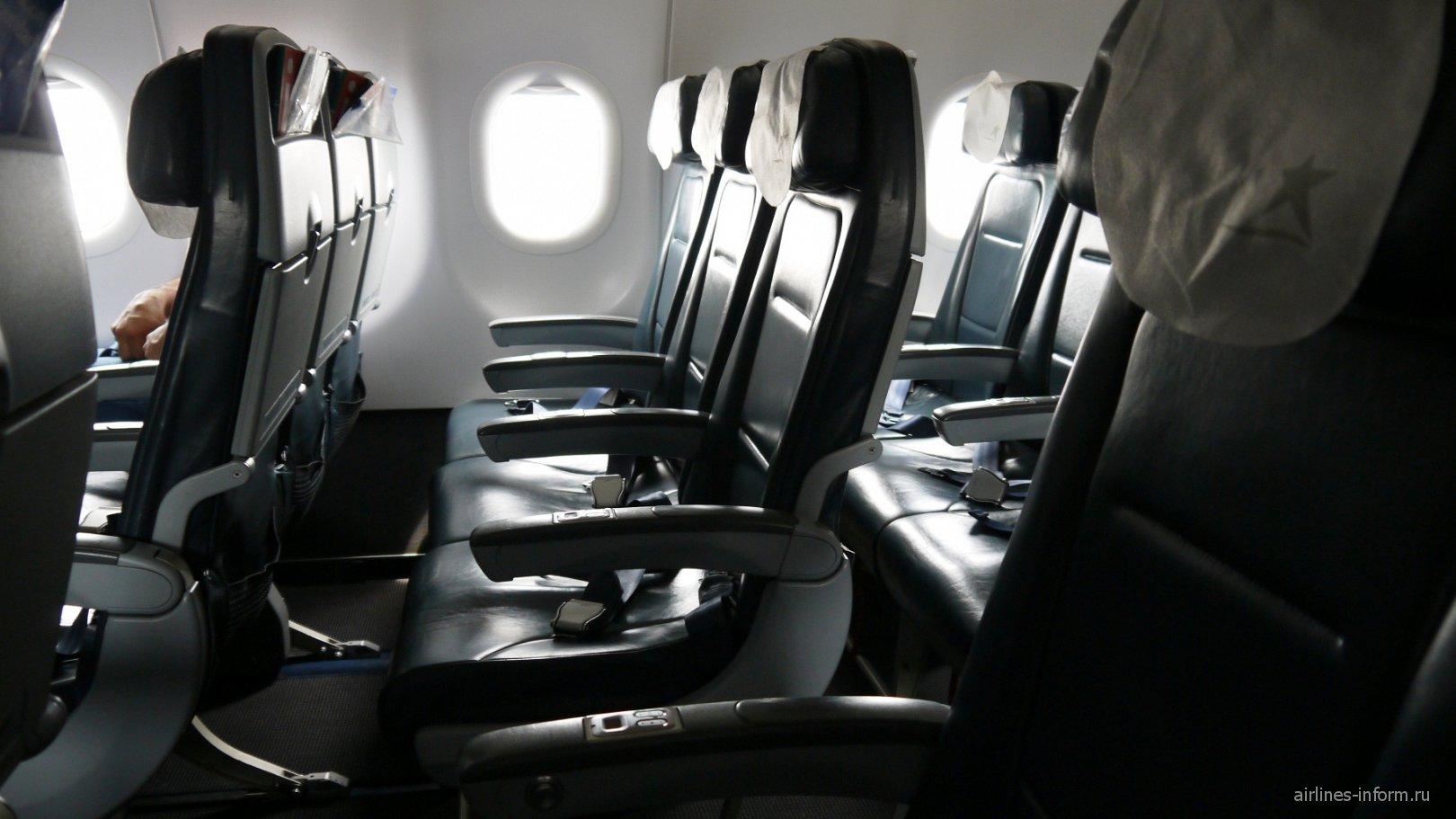 Пассажирские кресла в самолете Airbus A320 авиакомпании LAN