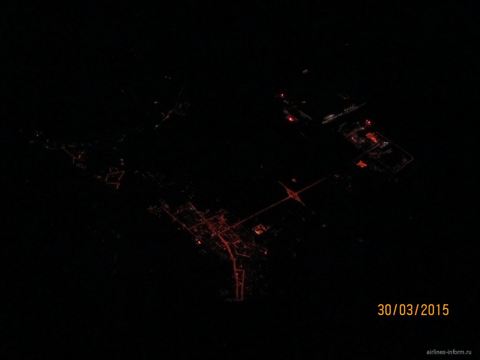Вид на Тюмень ночью из самолета
