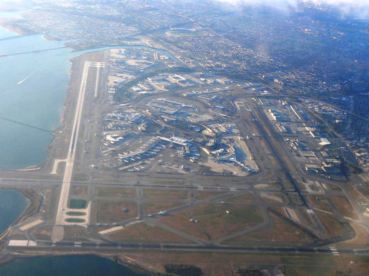 Вид сверху на аэропорт Нью-Йорк Джон Кеннеди