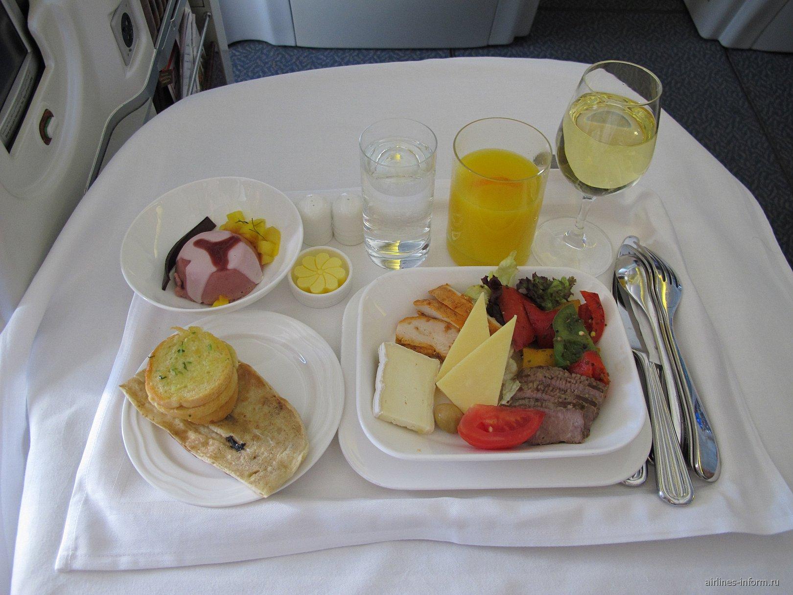 Питание бизнес-класса на рейсе авиакомпании Эмирейтс Мале-Коломбо