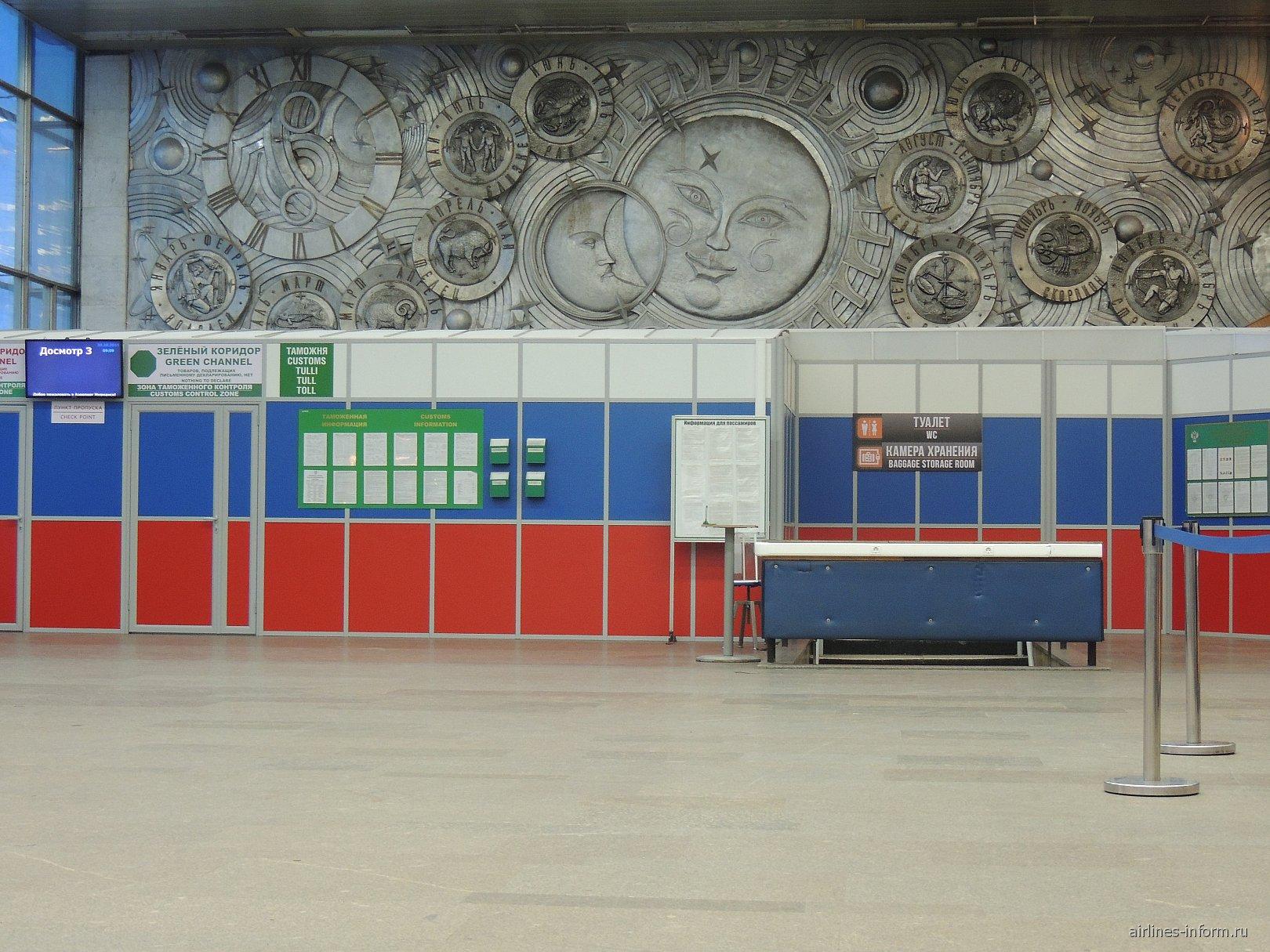 В аэровокзале аэропорта Мурманск
