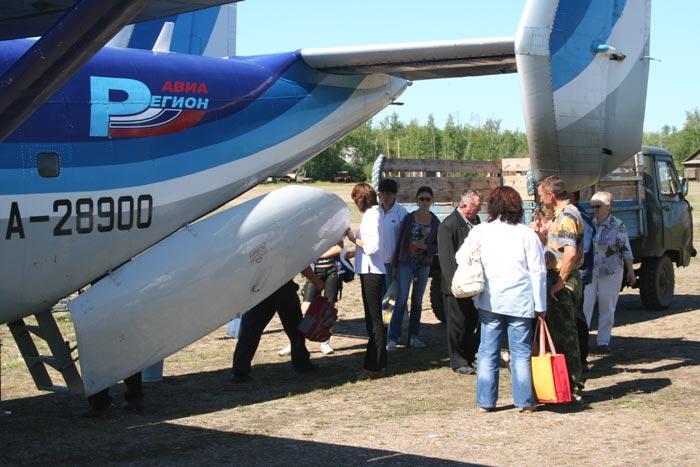 Высадка пассажиров в Усть-Мае