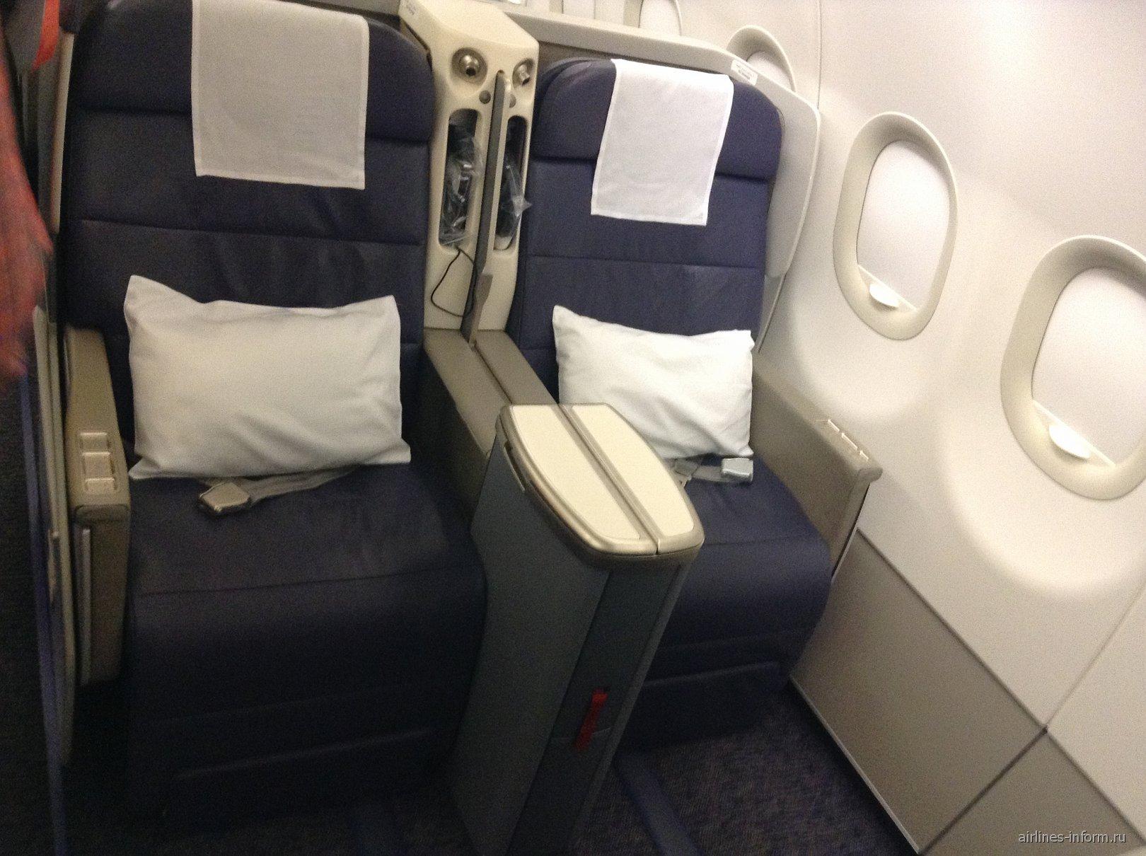 Салон бизнес-класса в самолета Airbus A320 авиакомпании Gulf Air