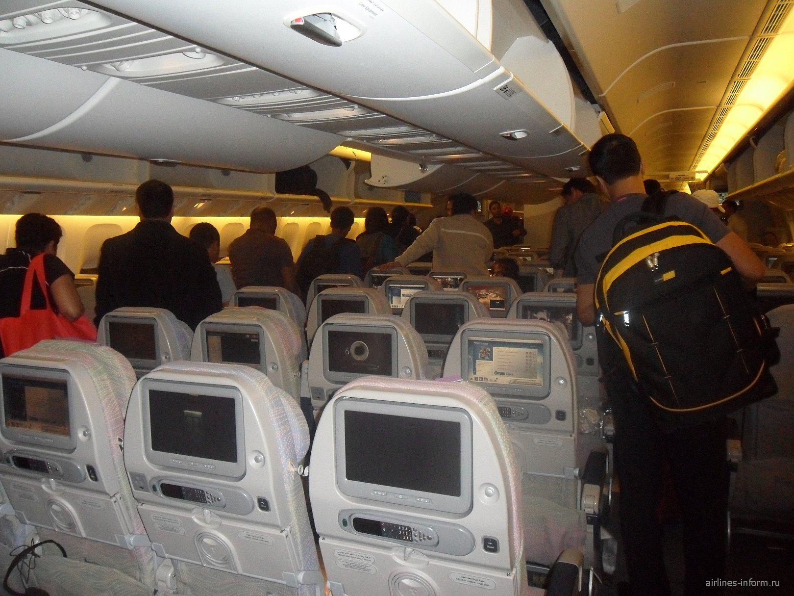 В самолете Боинг-777 авиакомпании Emirates