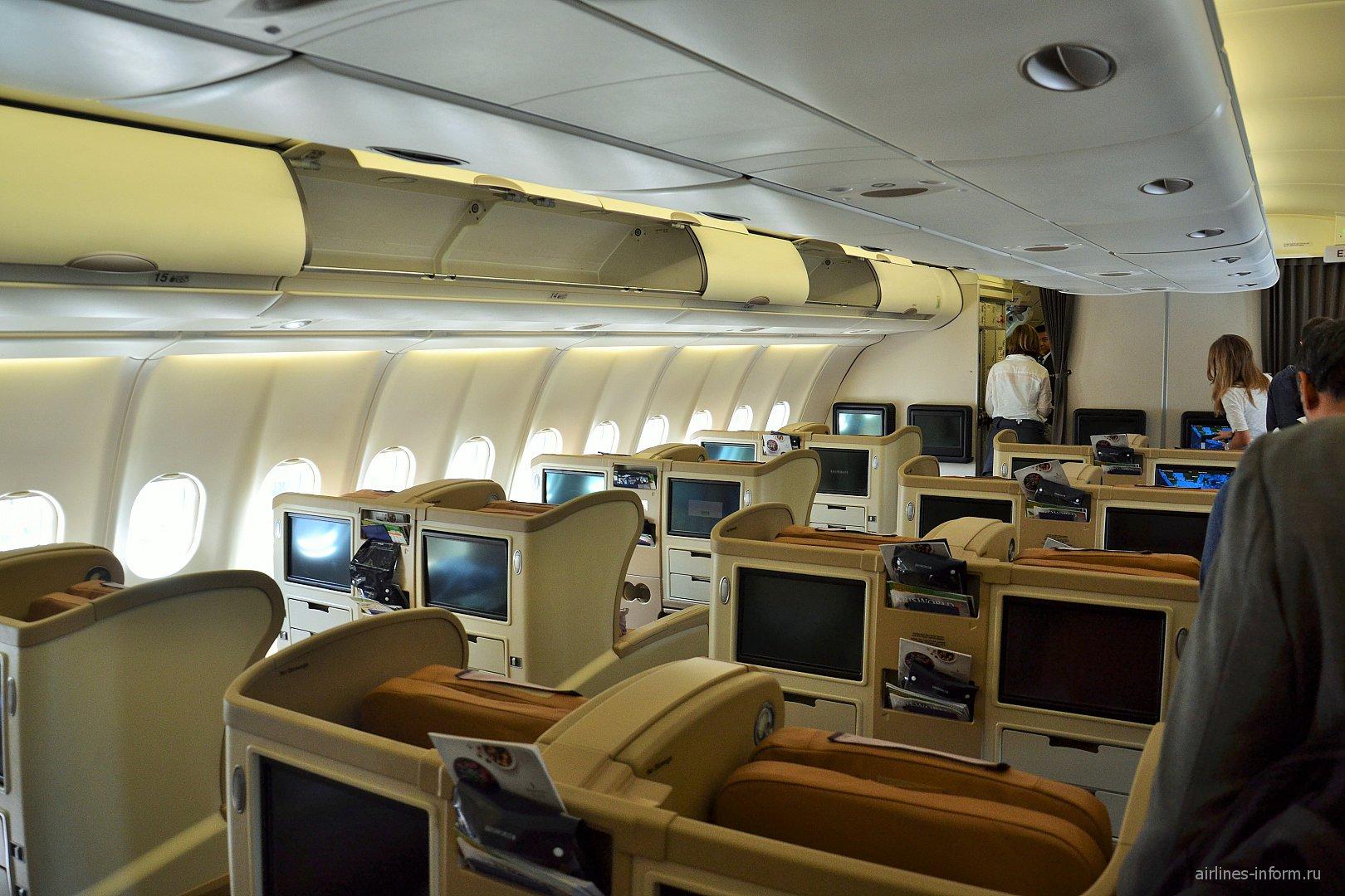 Салон бизнес-класса самолета Airbus A330-300 Синг