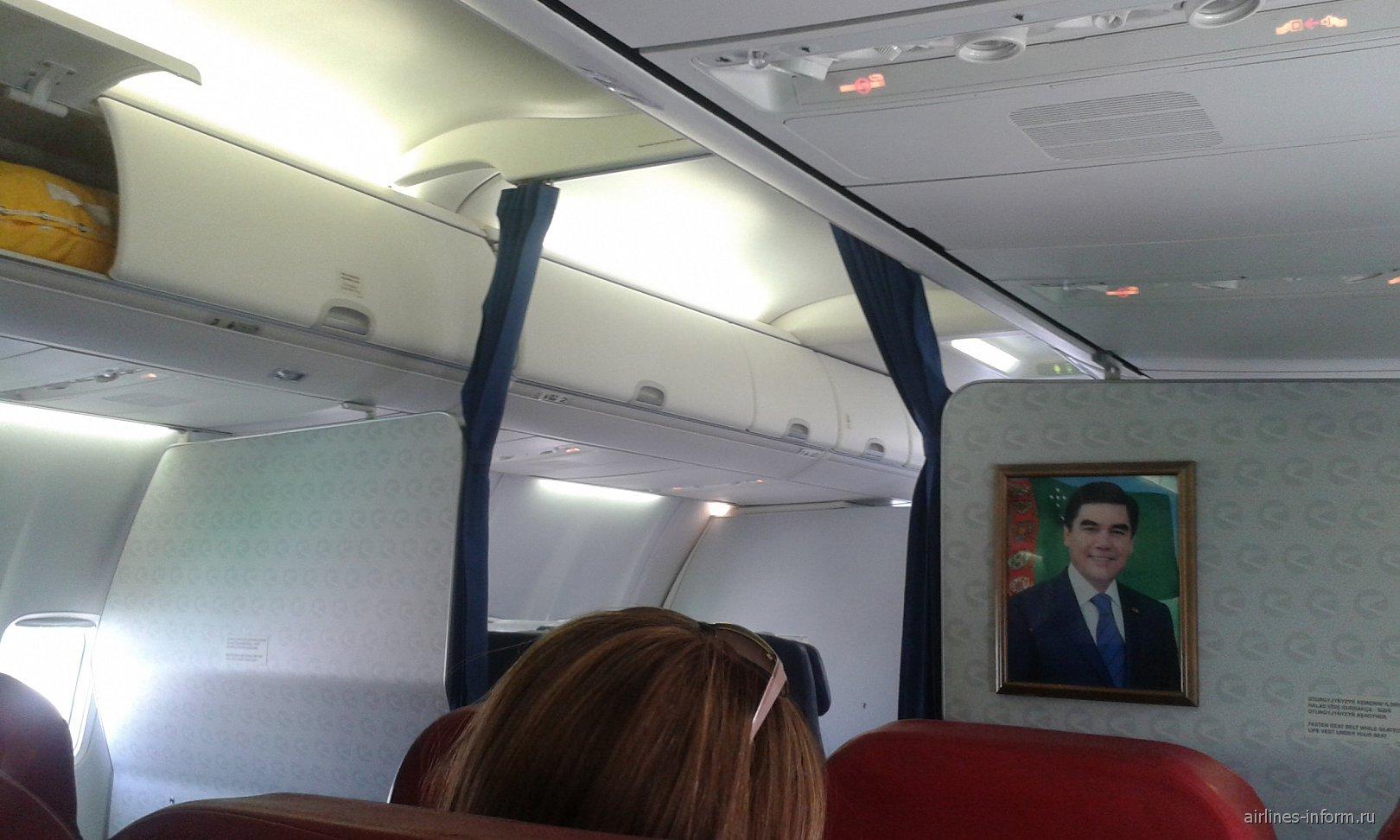 в салоне 737-700