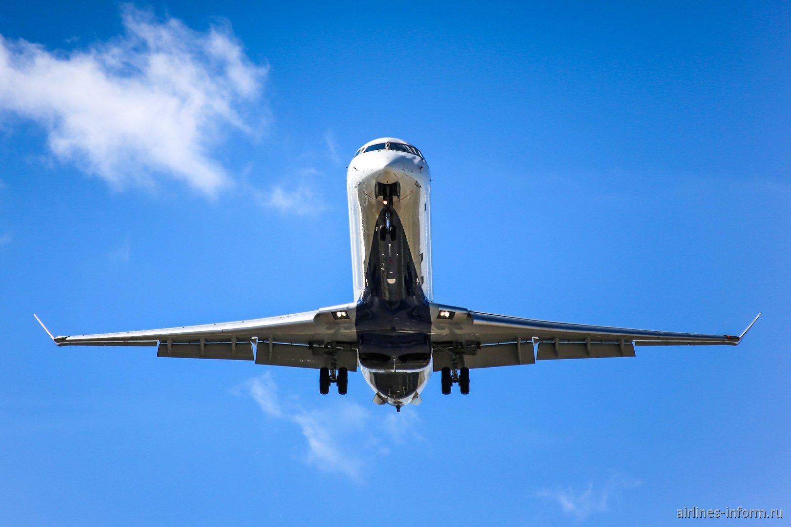 Самолет Bombardier CRJ700