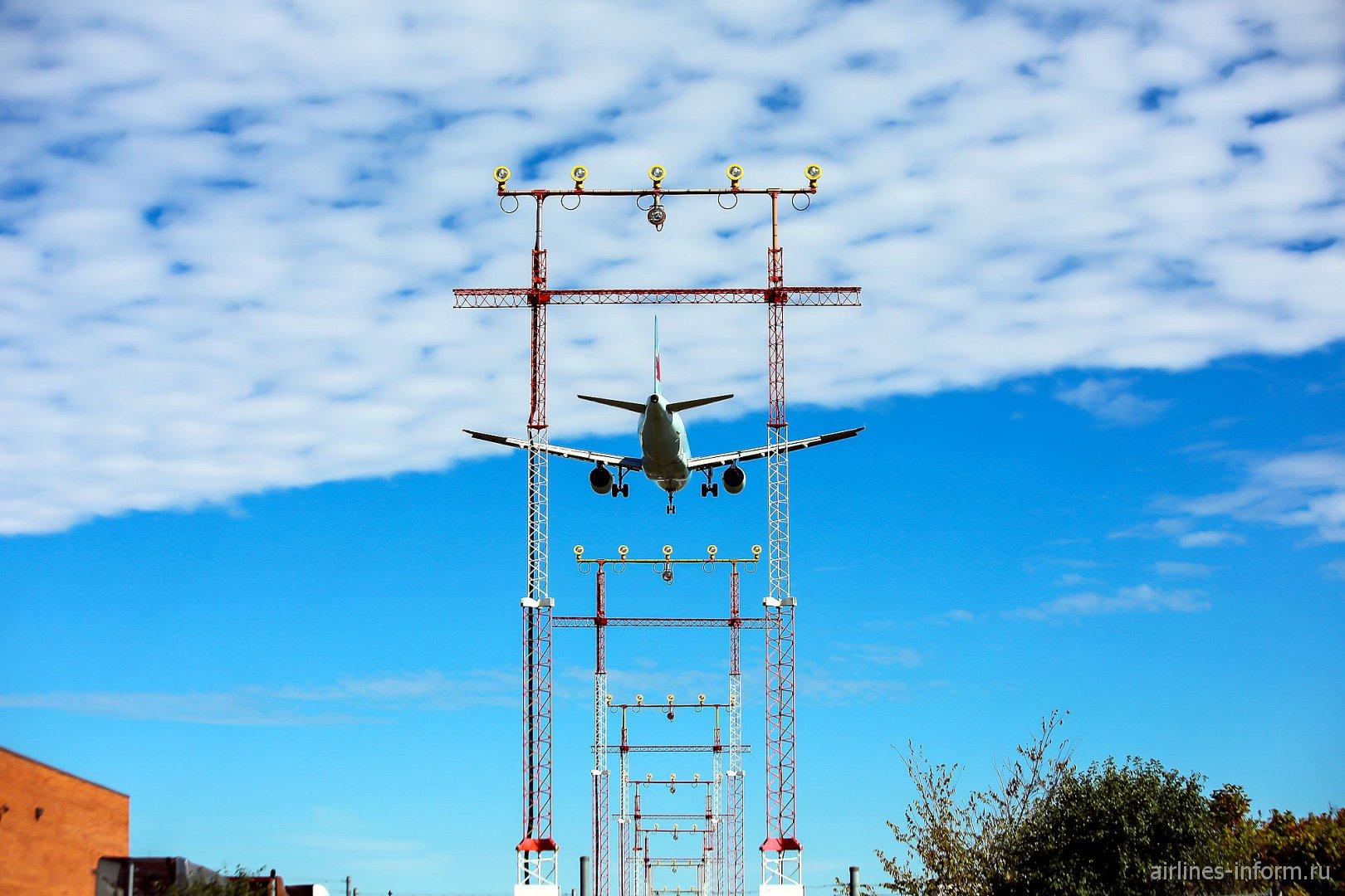 Посадка Airbus A320 в аэропорту Торонто Пирсон