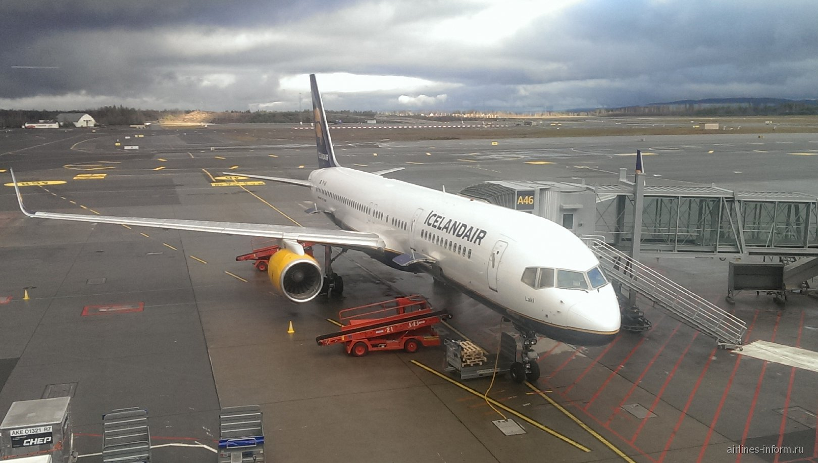 Самолет Боинг-757-200 Icelandair в аэропорту Осло Гардермуэн