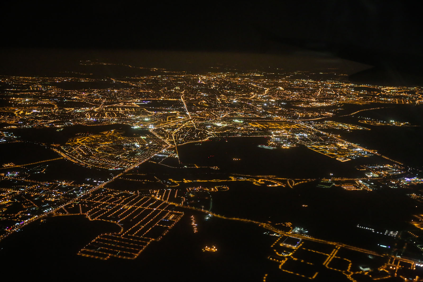 Вид на ночной Мадрид перед посадкой в аэропорту Барахас