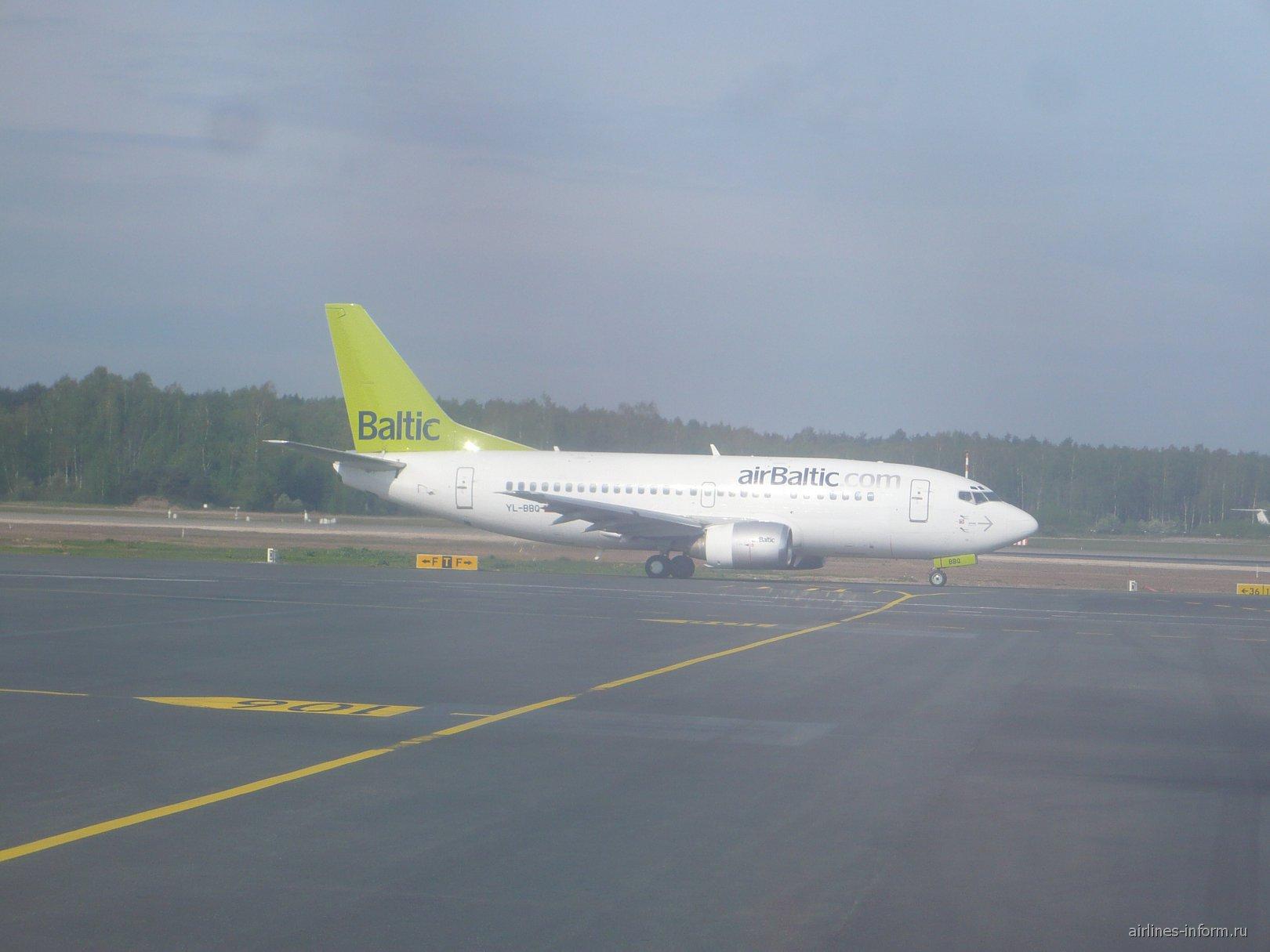 Самолет Boeing 737-500 авиакомпании AirBaltic
