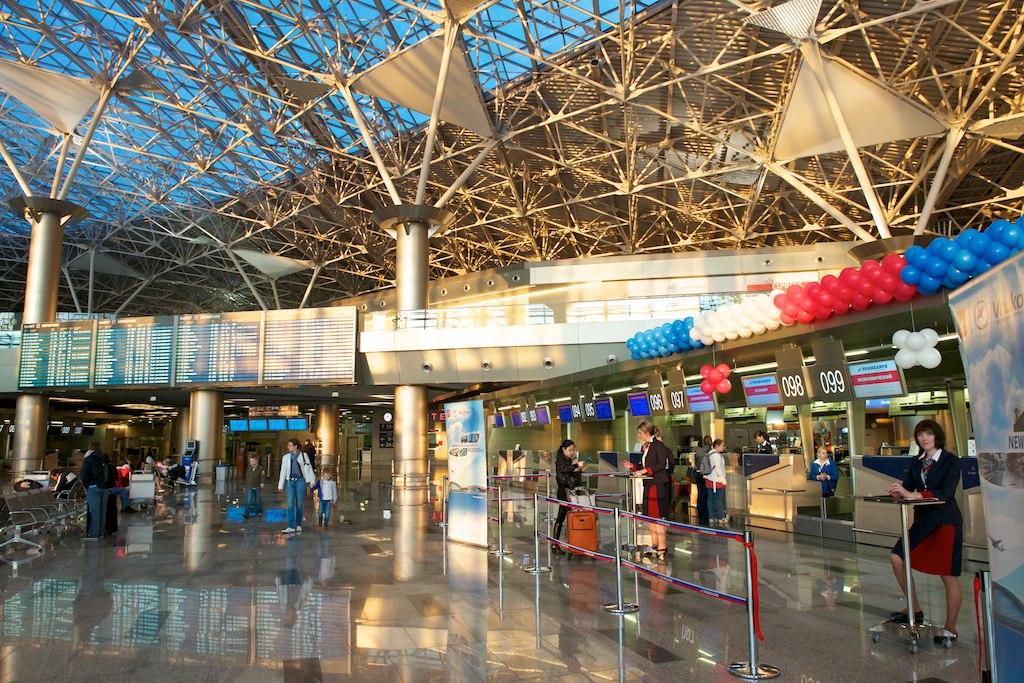 Стойки регистрации Трансаэро в терминале А аэропорта Внуково