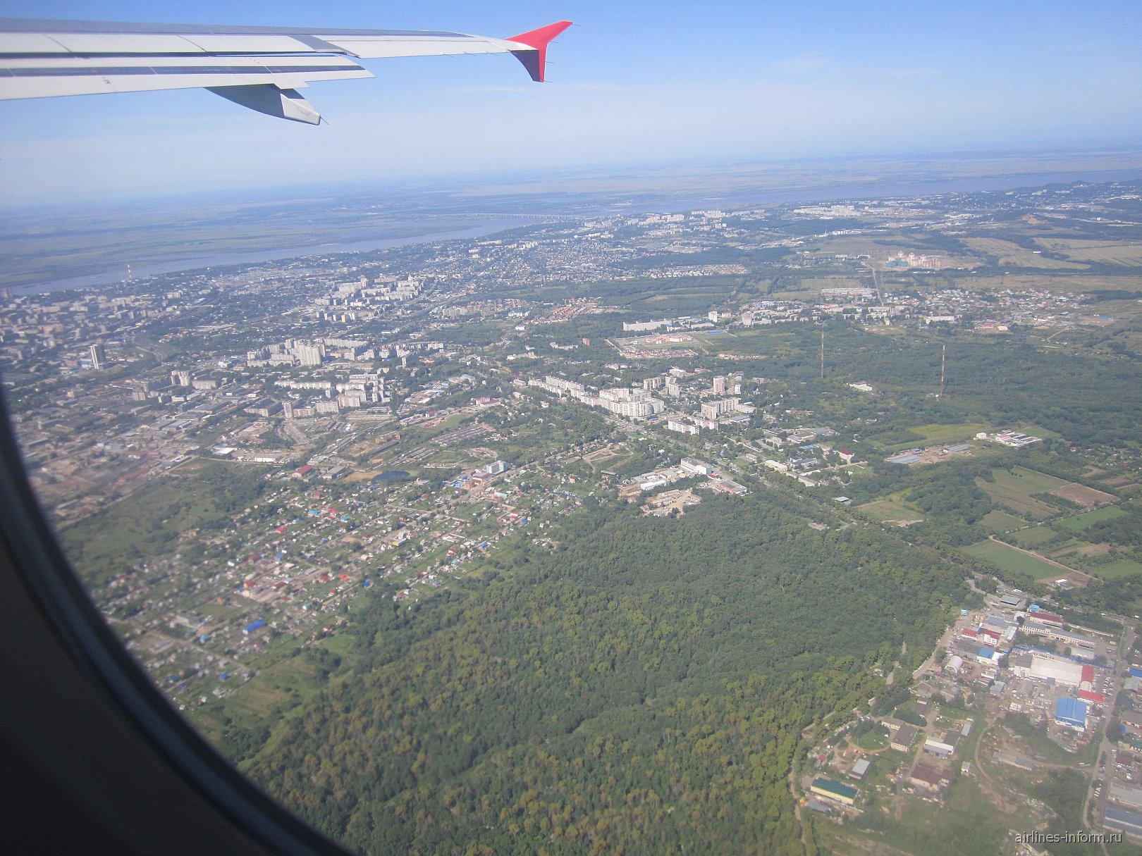 Под крылом самолета город Хабаровск