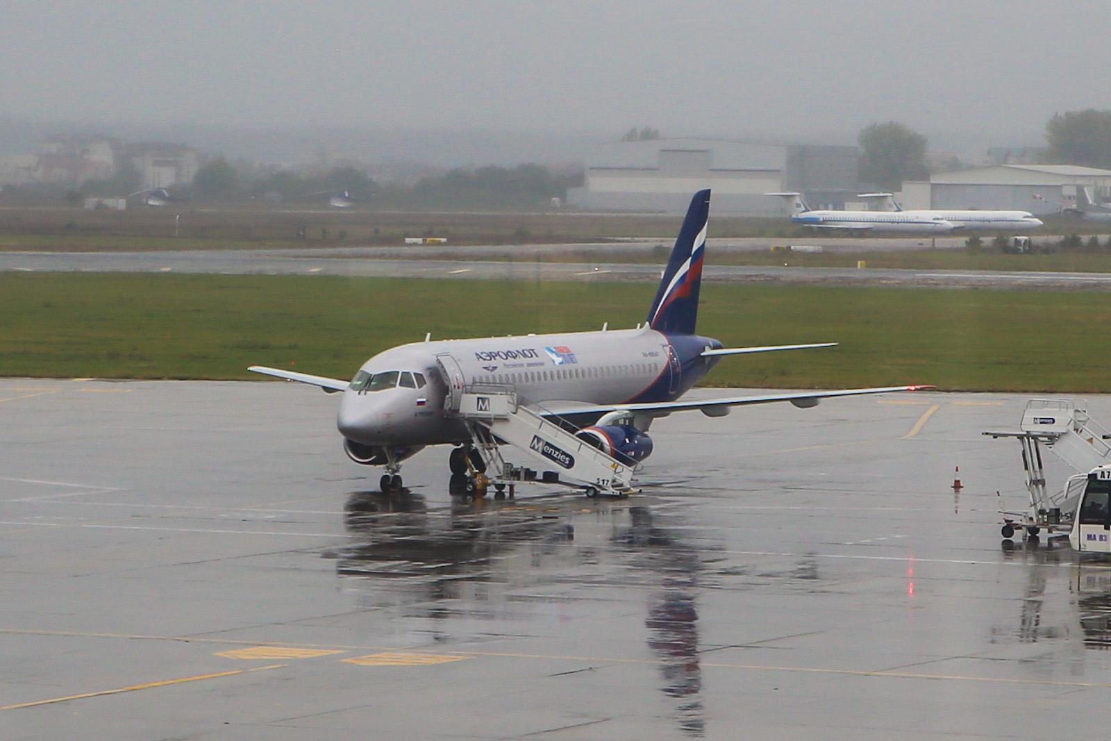 Сухой Суперджет-100 Аэрофлота в аэропорту Бухареста
