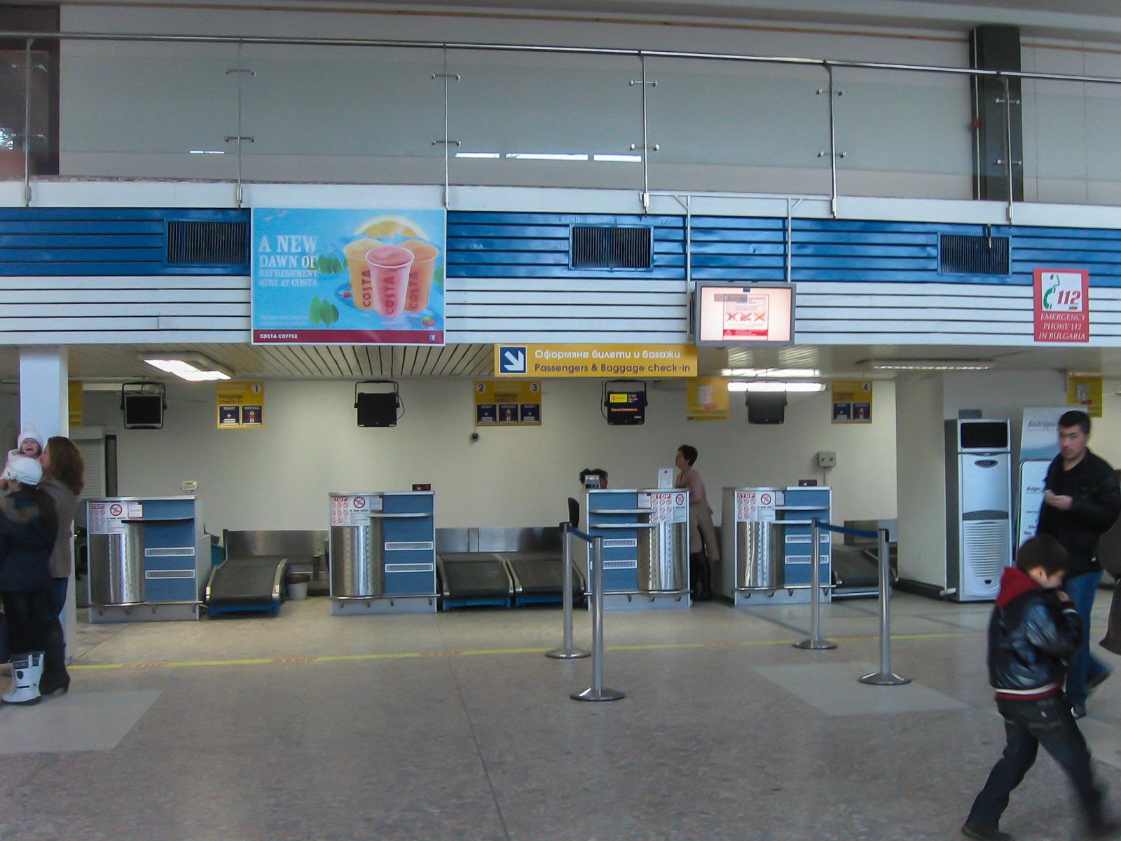 Стойки регистрации в аэропорту Бургас