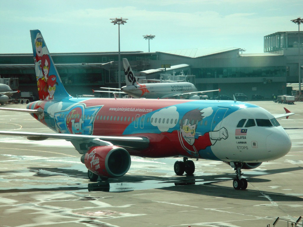 Airbus A320 of AirAsia in Singapore airport
