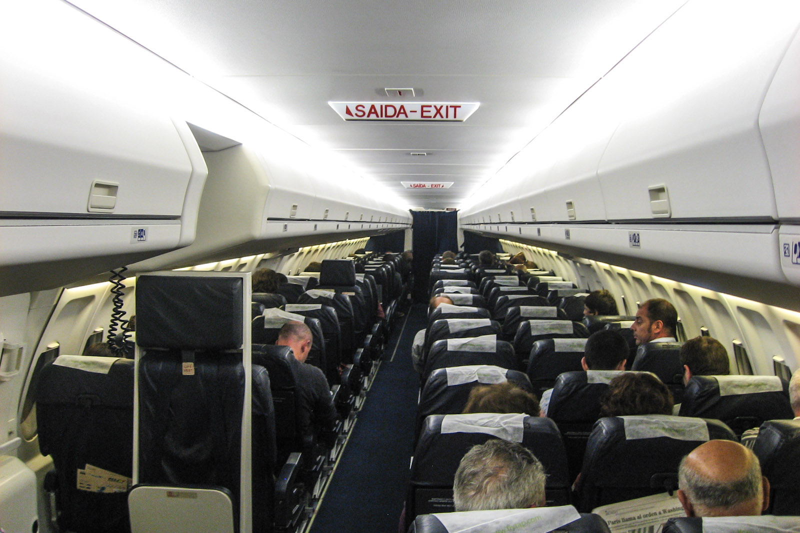 Салон самолета Fokker 100 авиакомпании PGA