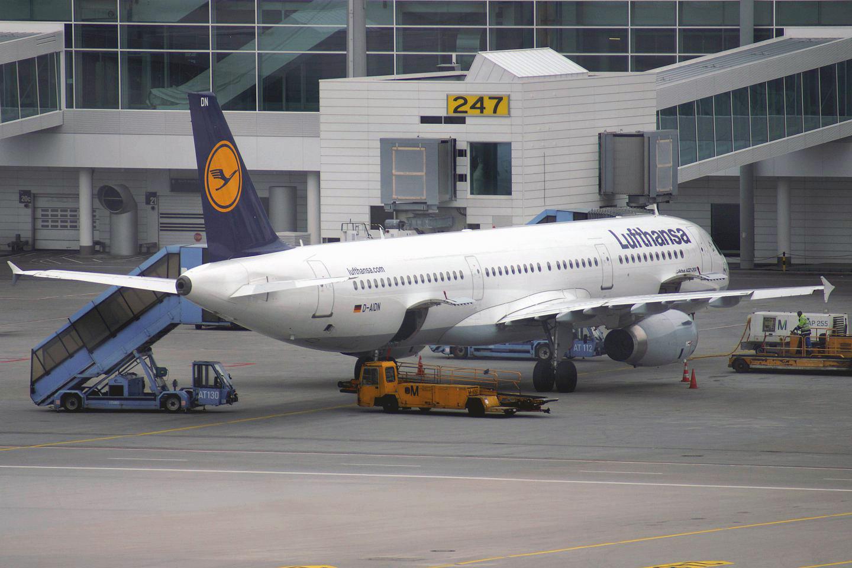 """Самолет Airbus A321 Аэрофлота авиакомпании """"Люфтганза"""" в аэропорту Мюнхен"""