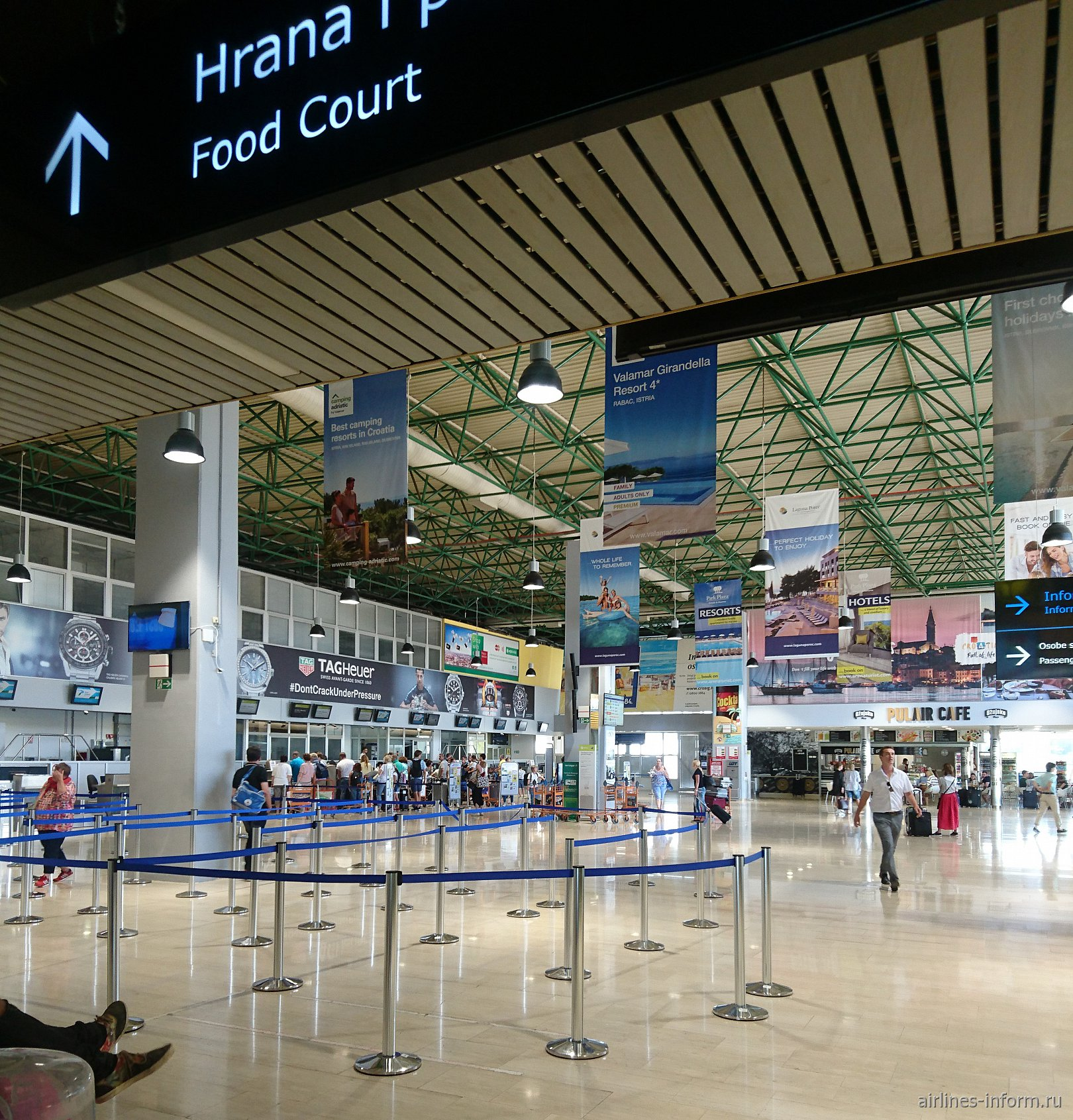 В аэровокзале аэропорта Пула