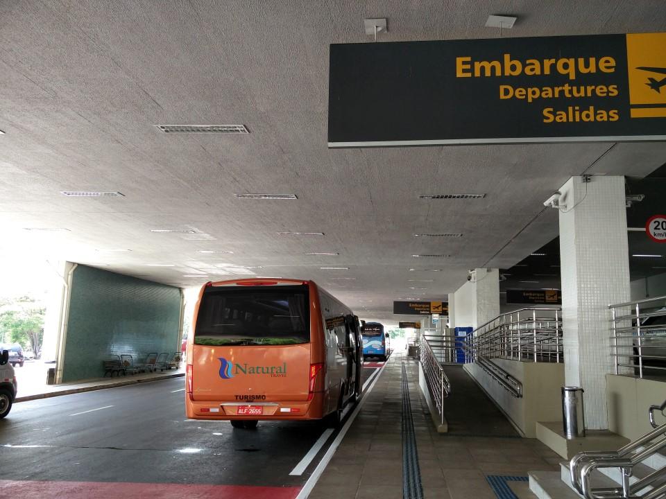 Автобусная остановка в аэропорту Фос-ду-Игуасу Катаратас