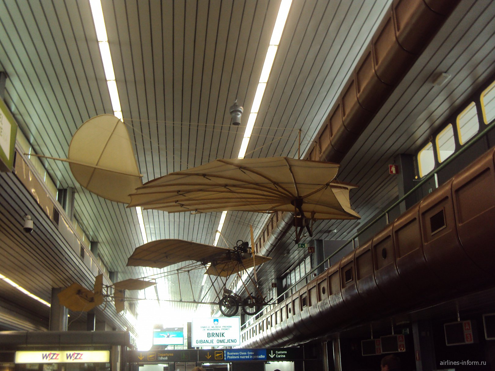 Модели самолетов в аэропорту Любляна