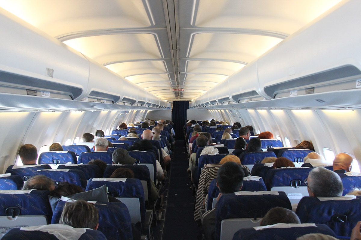 Passenger cabin of the Boeing 737-400 Yamal Airlines